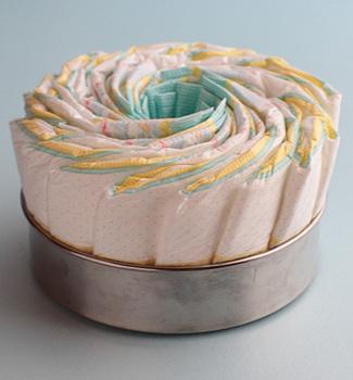 ダイパーケーキの巻き方.jpg